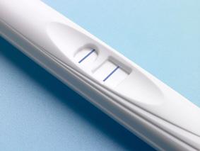 Deux barres parallèles: un test de grossesse positif.