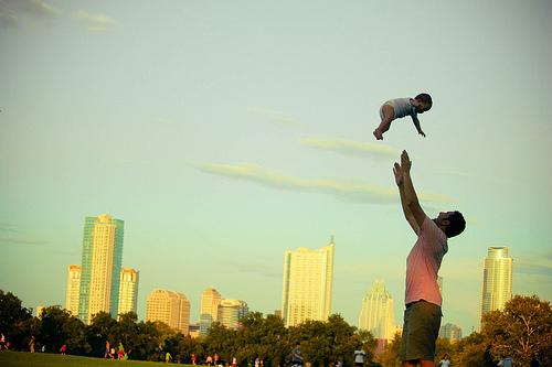 Fly, baby,fly! Henry, 10 mois./Photo Erkillian5