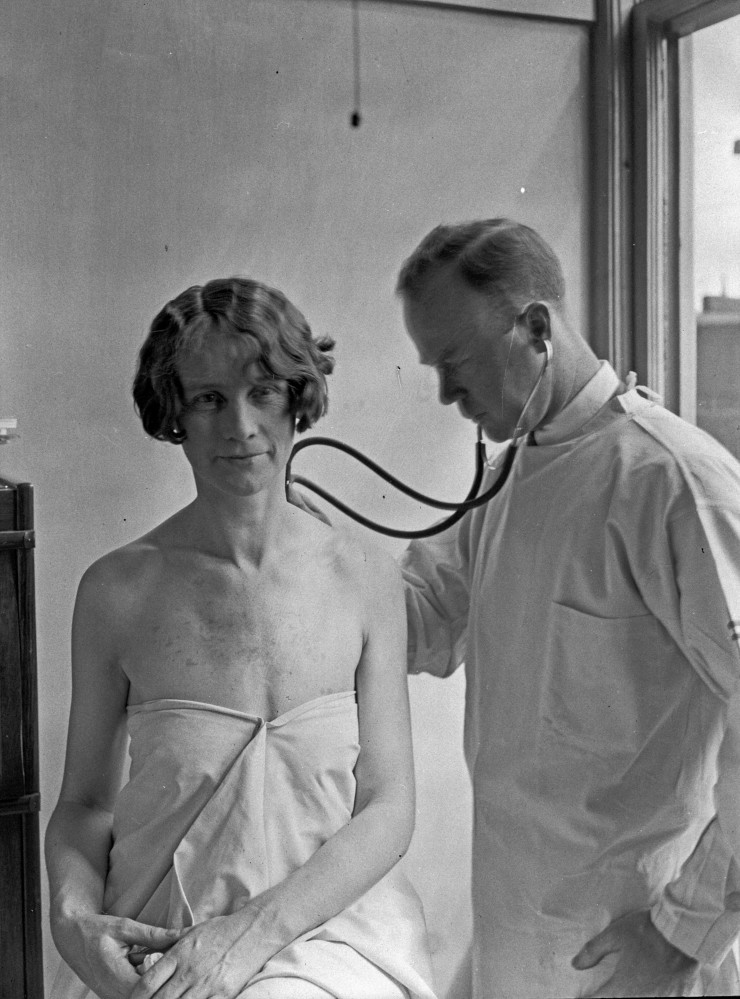 Doctor and patient./ Seattle municipal archives