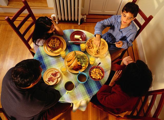Souper en famille./ Photo USDA