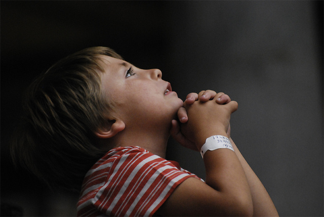 Praying boy./ Photo Adi ALGhanem