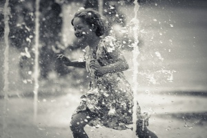 Playing with water./ Photo Fred Mancosu