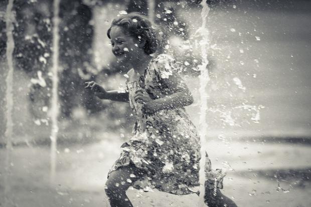 Playing with water./ Photo Fred Mancosu