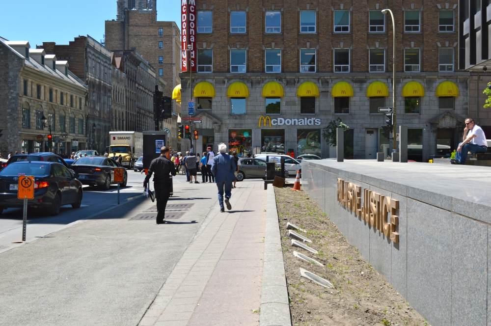 Devant le palais de justice de Montréal./ Photo DR Lexie Swing